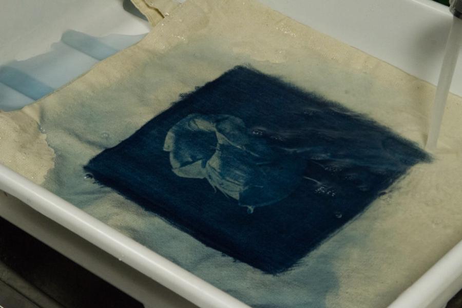Цианотипия на ткани. Промывка